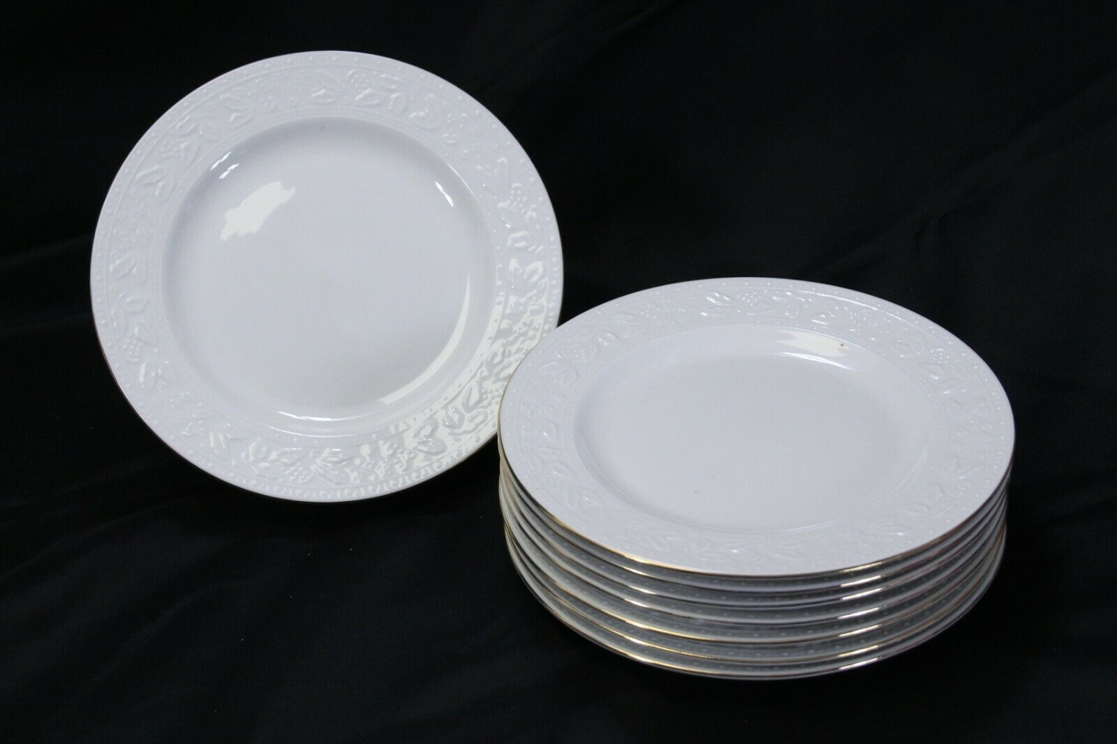 """Libbey White Embossed Holly Salad Plates 8"""" Xmas Gold Trim Lot of 8"""