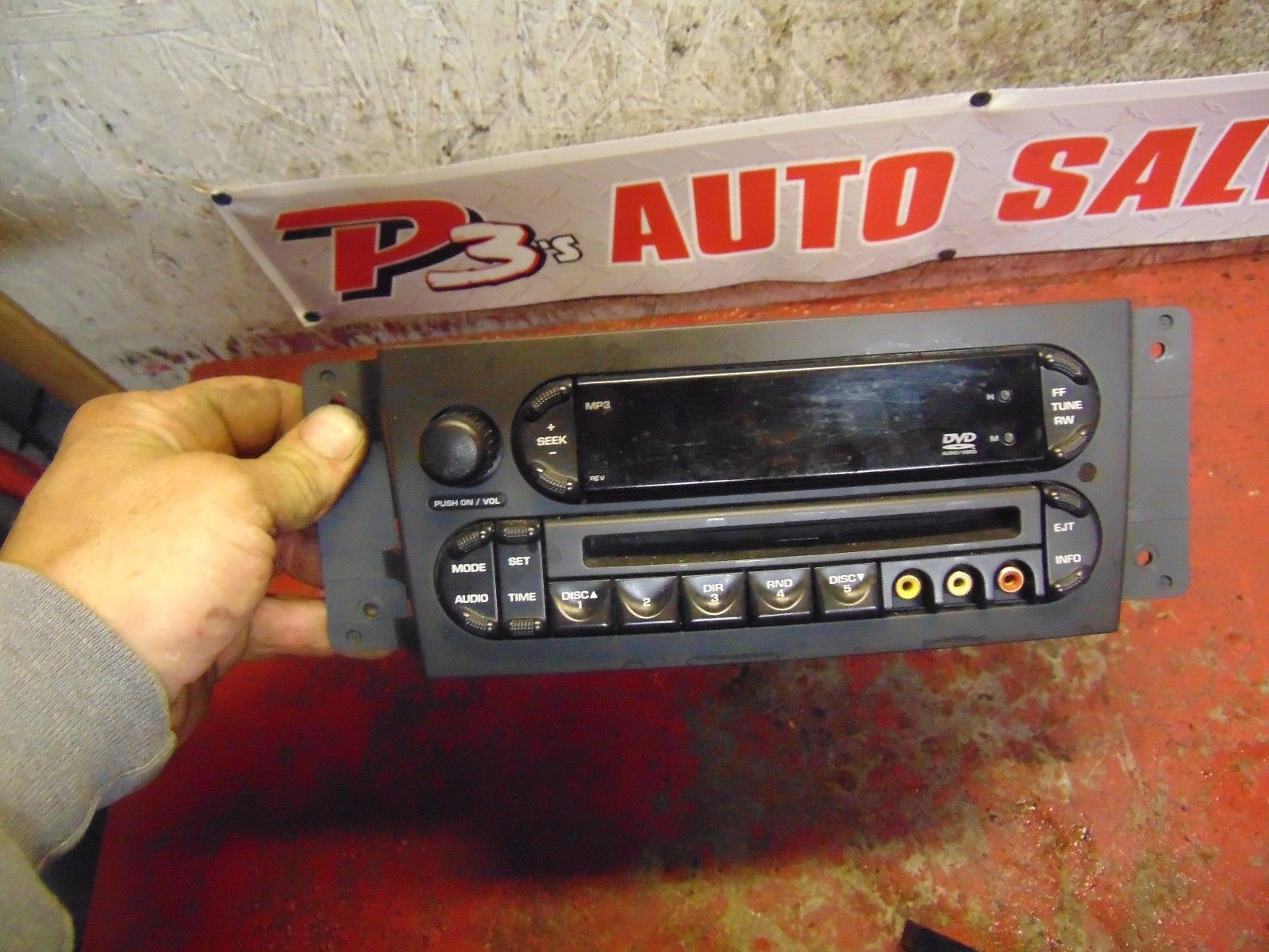 07 08 Chrysler Pacifica oem CD & DVD player radio stereo p0506408ad