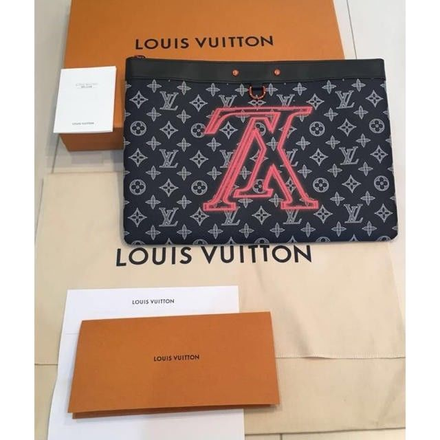 63ed02eddf36 Louis Vuitton LV Clutch Bag Pochette Apollo and 50 similar items. S l1600