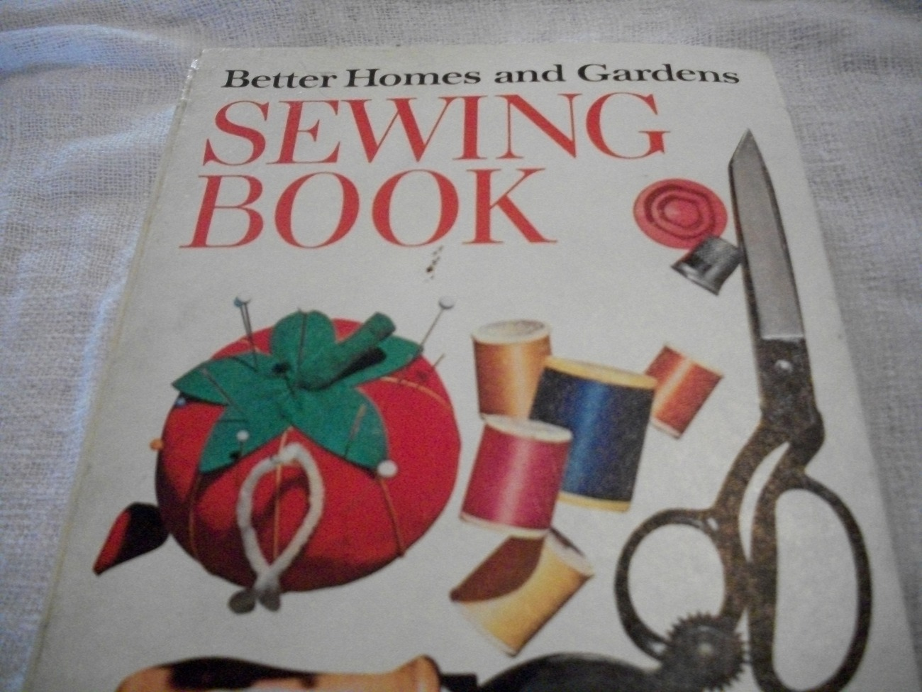 Primary image for Better Homes and Gardens Sewing Book