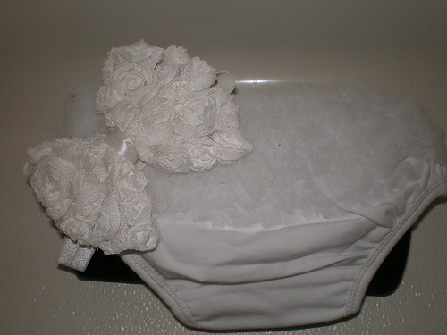 BABY GIRL SMALL WHITE RUFFLE BLOOMERS WITH MATCHING HEADBAND PHOTO PROP