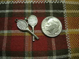 Vintage Sterling Silver - Tennis Racquets and Tennis Ball - Disc Charm ~... - €8,93 EUR