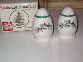 Spode Christmas Tree Green Rim Garland Holly Salt & Pepper Shaker Set with box - $29.99