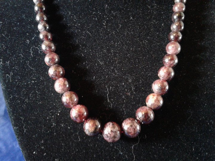 "17"" Handmade Graduated Garnet Beaded Necklace Z162"