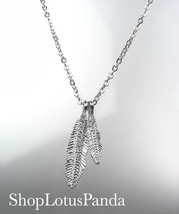 CHIC 18kt White Gold Plated CZ Crystals LEAF Pendant Petite Dainty Necklace - €14,47 EUR