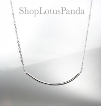 CHIC 18kt White Gold Plated CURVED BAR Pendant Petite Dainty Necklace - $16.99