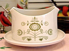 Franciscan Discovery Heritage Gravy Boat With Underplate - $8.91