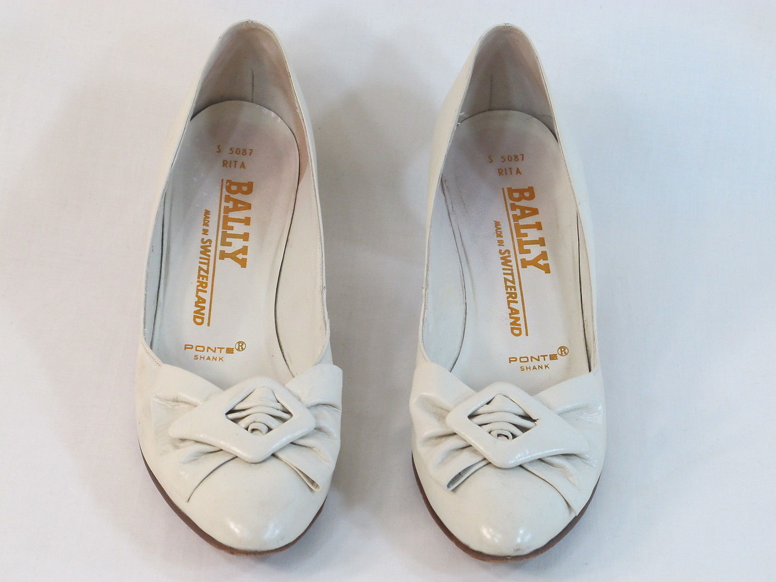 Bally of Switzerland Beige Leather Classic Pumps Size 8 AA US Near Mint
