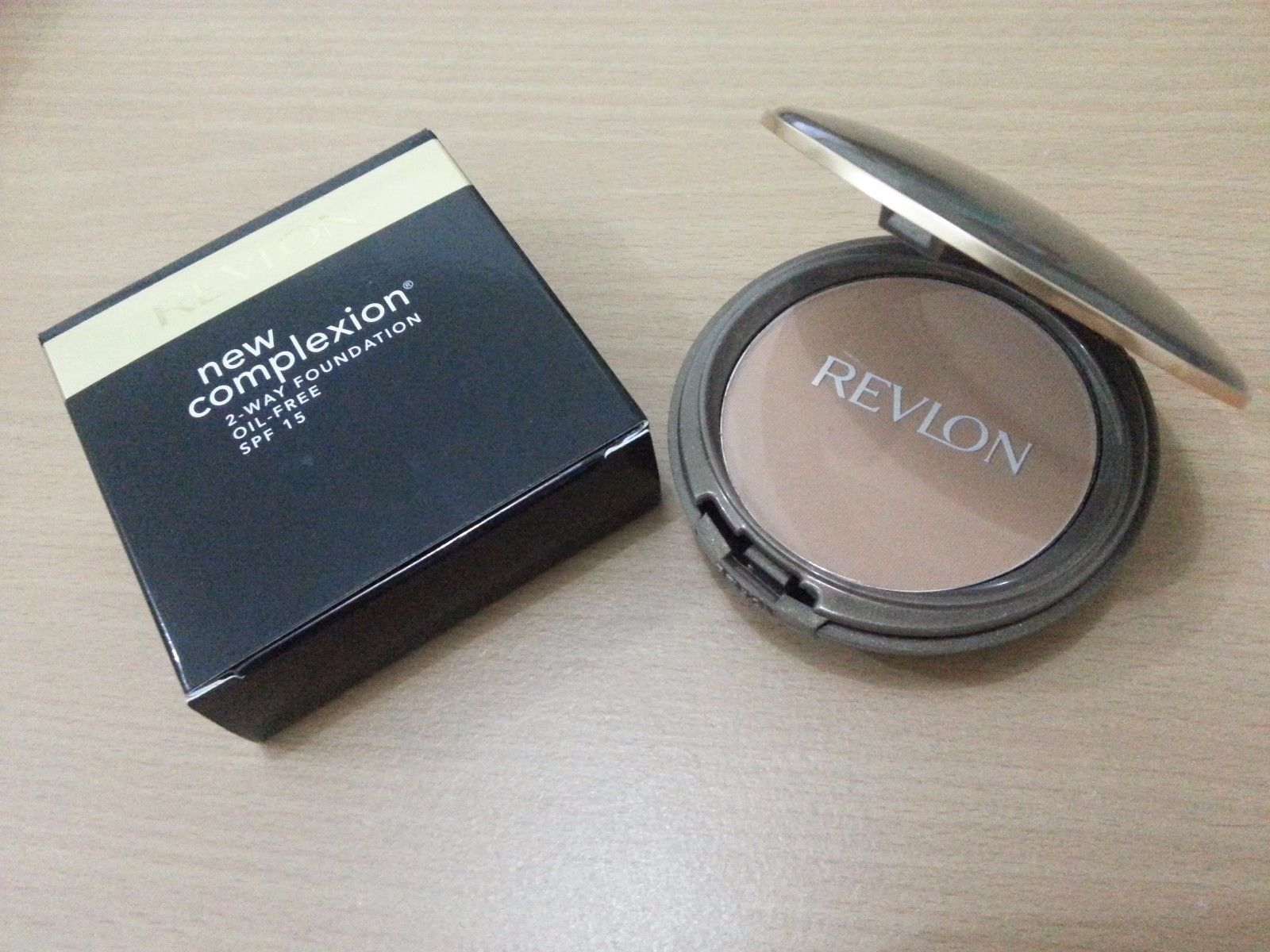 Revlon makeup new complexion 2 way face foundation compact powder honey beige1 .