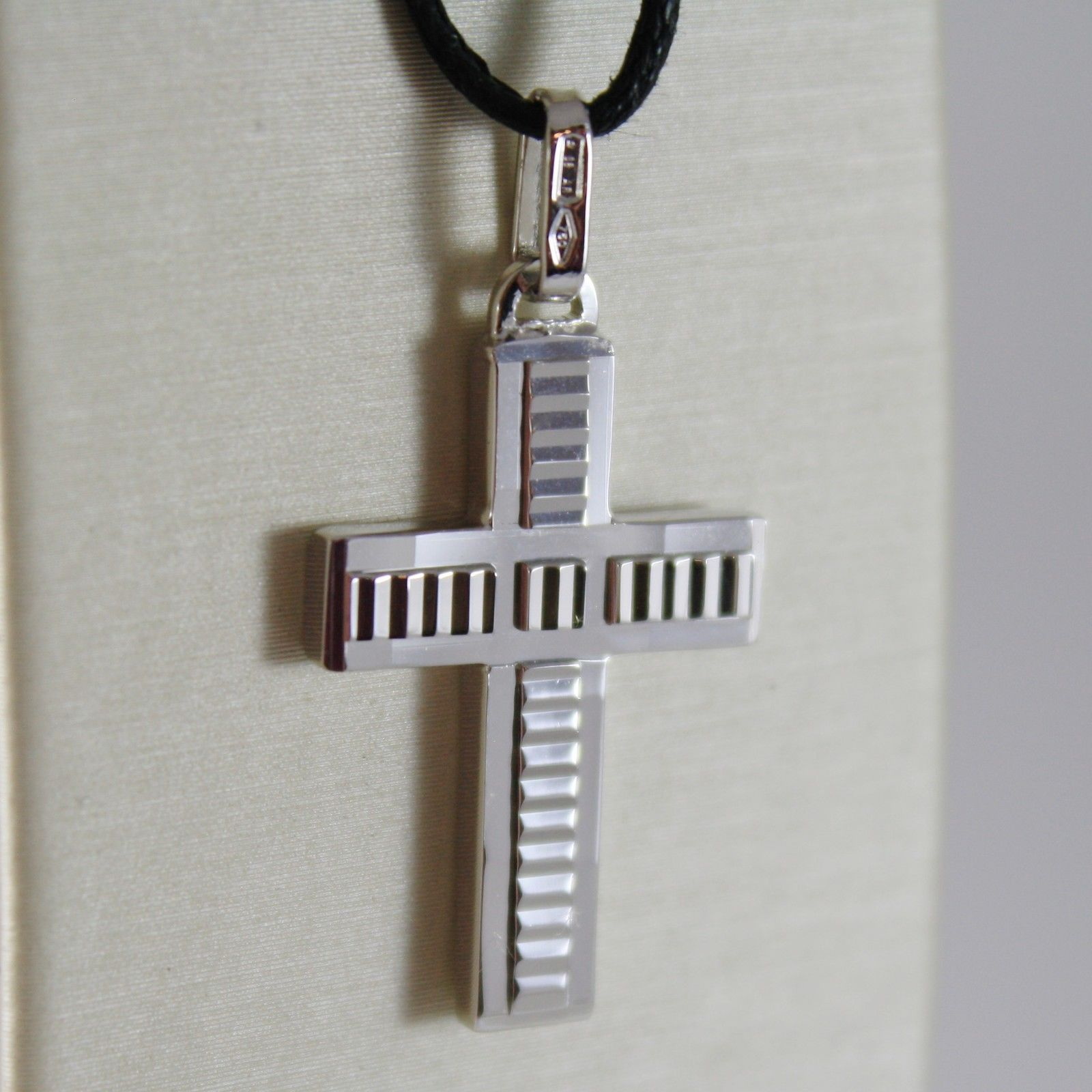 18K WHITE GOLD CROSS SQUARED STYLIZED SMOOTH HAMMERED 1.18 INCH. MADE IN ITALY