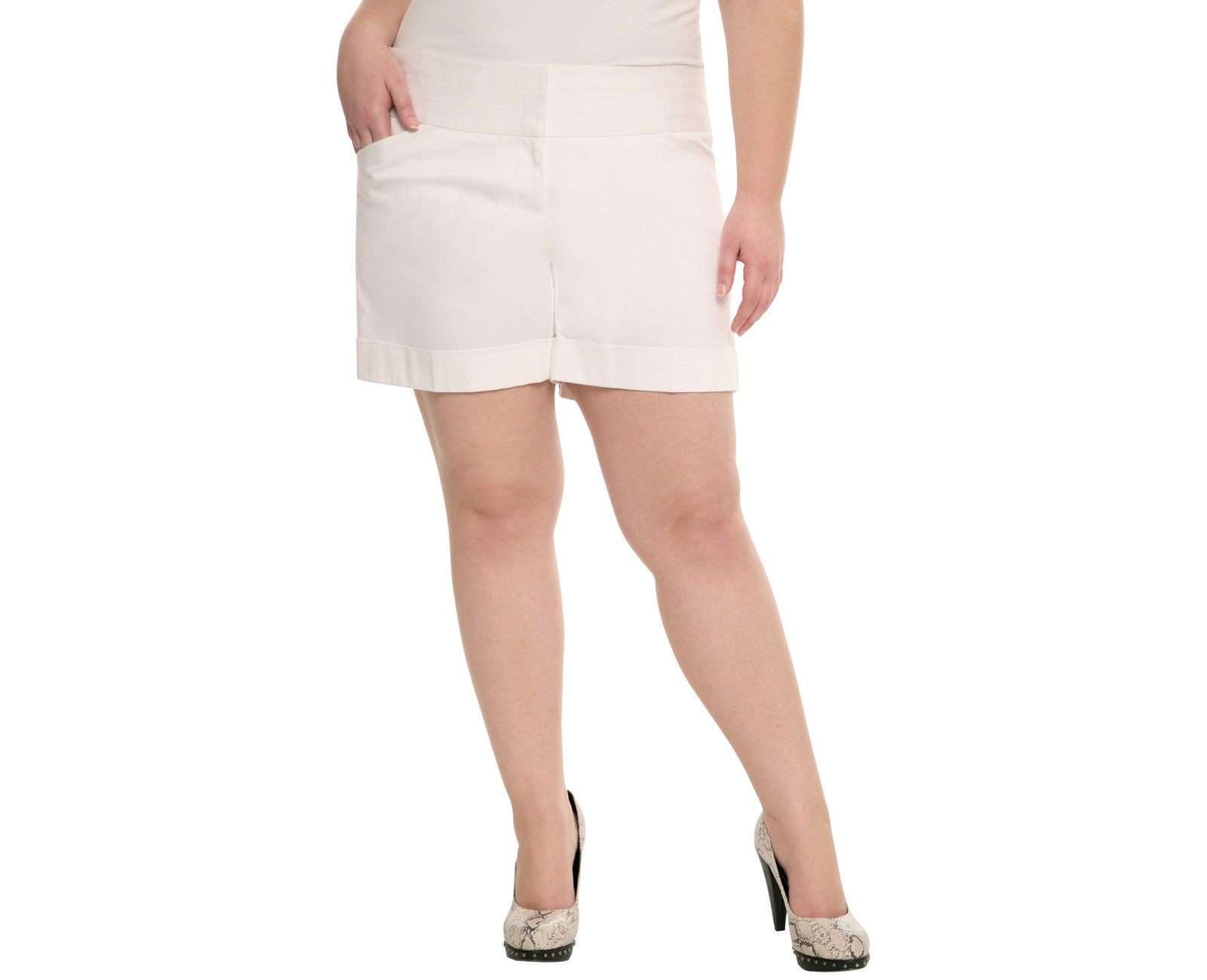 26 28 4X Torrid White Sateen Flat Front Short Shorts NWOT  - $19.32