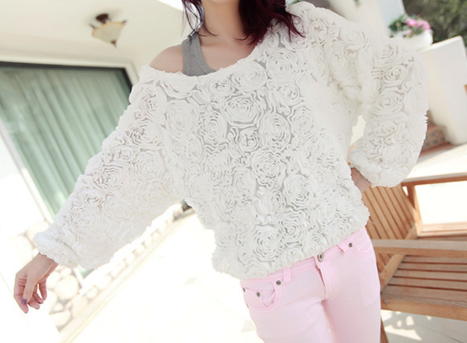 Spring Summer Pretty White Roses Long Sleeves Pullover Top. Textured Top
