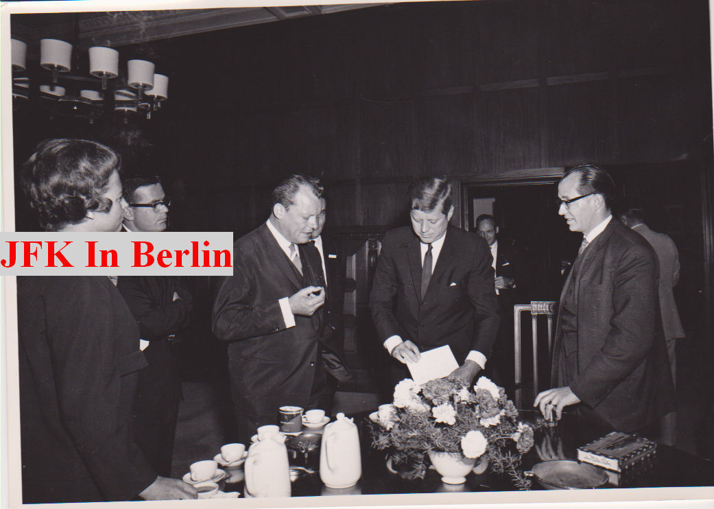 JOHN F. KENNEDY 23 rare photos of his trip to Berlin, original JFK memorabilia
