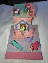 Vintage 1993 Bluebird Polly Pocket Pollyville Toy Shop Store w/1 Orig Po... - $22.76