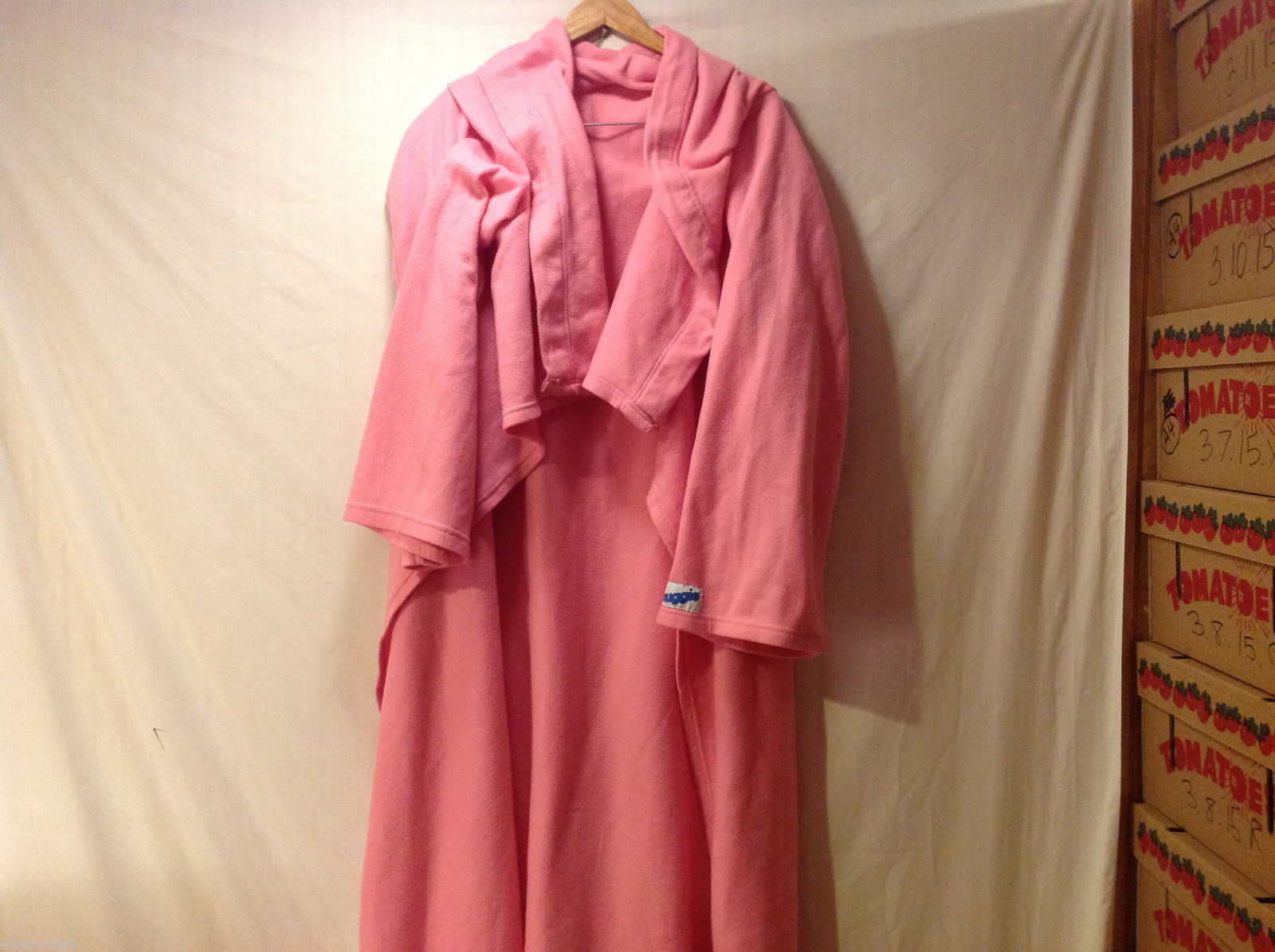 Snuggie Brand 1SZ Robe Bubblegum Pink Roomy Soft Fluffy Fleece-Like Unisex Adult