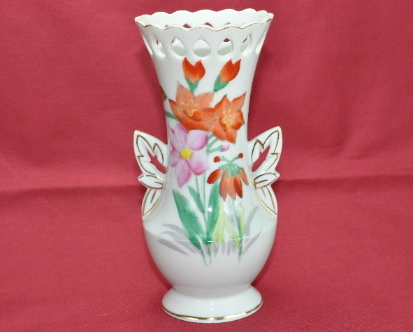 Ucagco Occupied Japan hand painted flower vase gold accents