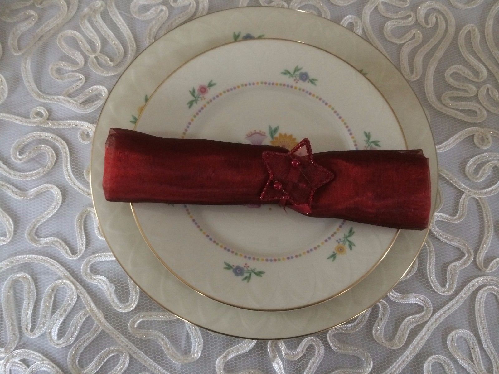 Pier 1 Imports 4 Red Christmas Napkin & Napkin Ring Set in a Box - $19.79