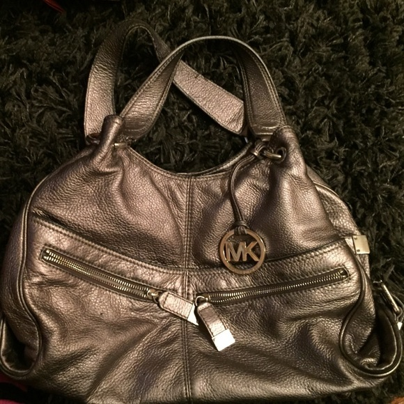 8dbc3519aa5e Michael Kors Layton Leather Shoulder Bag - and 50 similar items