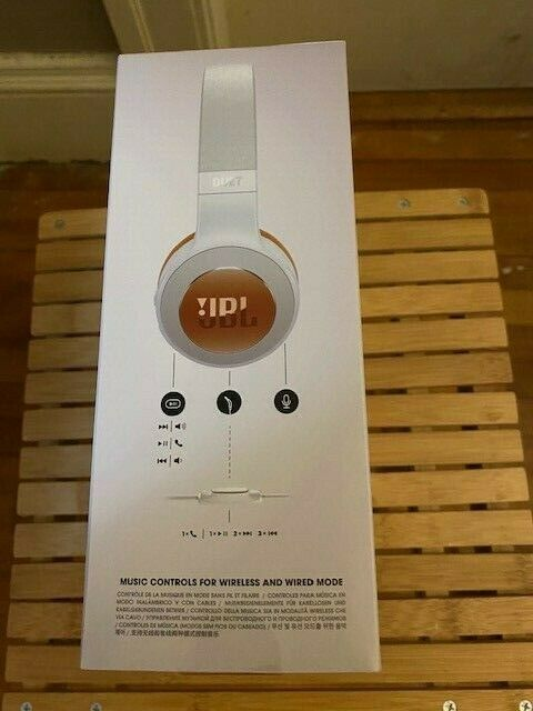 JBL Duet BT Wireless On-Ear Headphones with 16-Hour Battery-Brand New- SILVER
