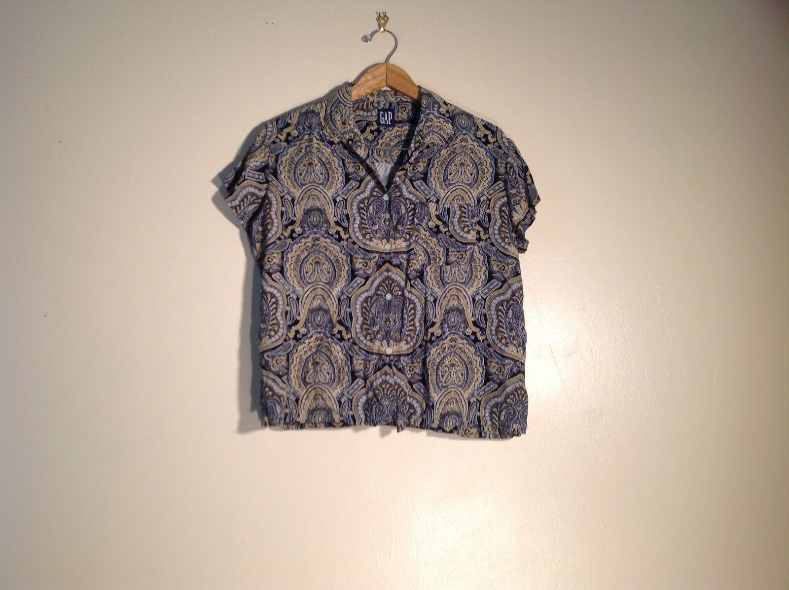 Unisex button-up shirt Gap light fabric floral design excellent