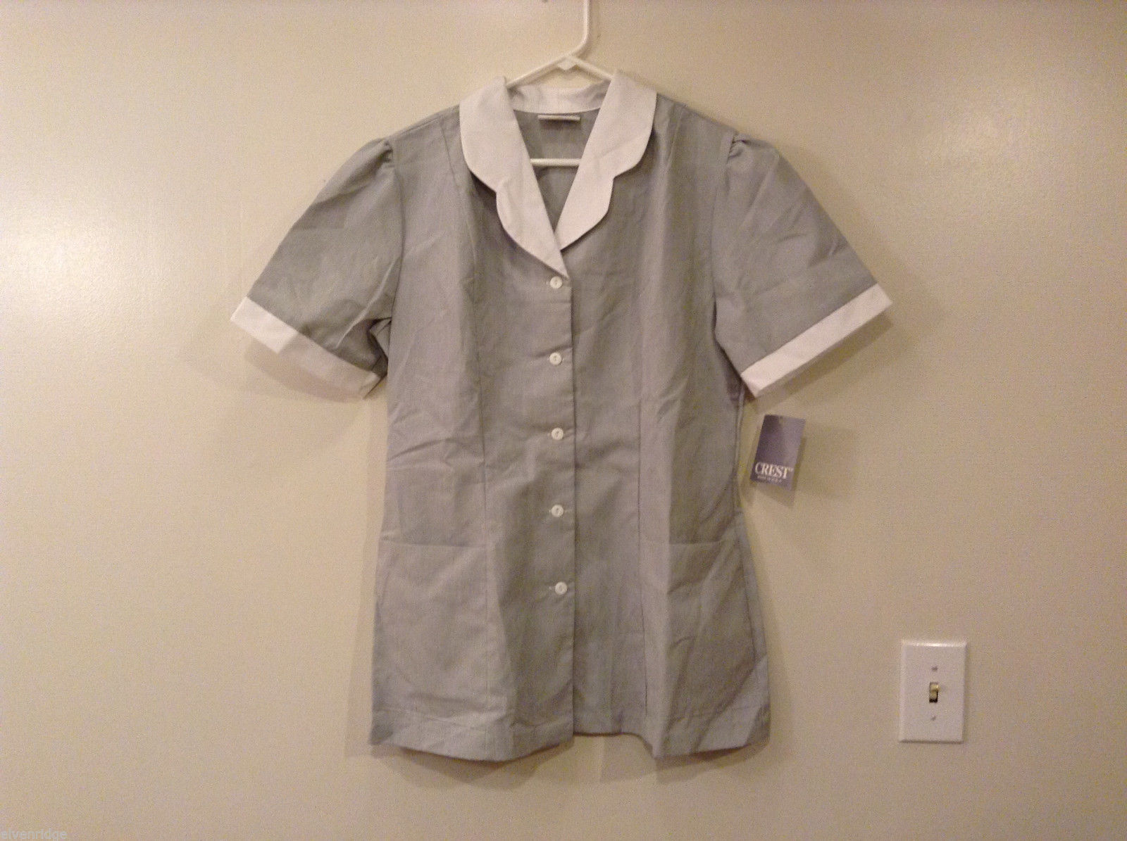Crest Gray White Front Buttons Closure Womens Scrub Top, Size 14