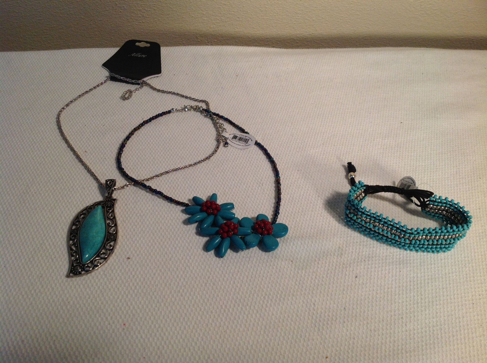 Set of 3 teal stone themed fashion jewellery 2 necklaces + bracelet