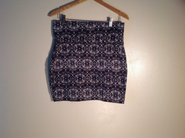 Womens Lily Rose Stretchy Grey White Patterned Skirt Size XL Excellent