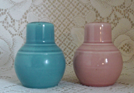 Vintage Pink & Blue Pottery Salt & Pepper Shake... - $10.50