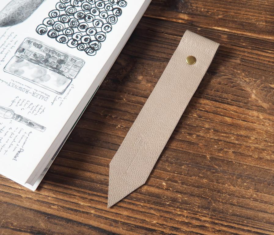 Leather bookmark dimgrey p3270219