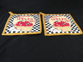 Quilted Potholders Handmade Lined with Insulbrite - Apples - $6.99