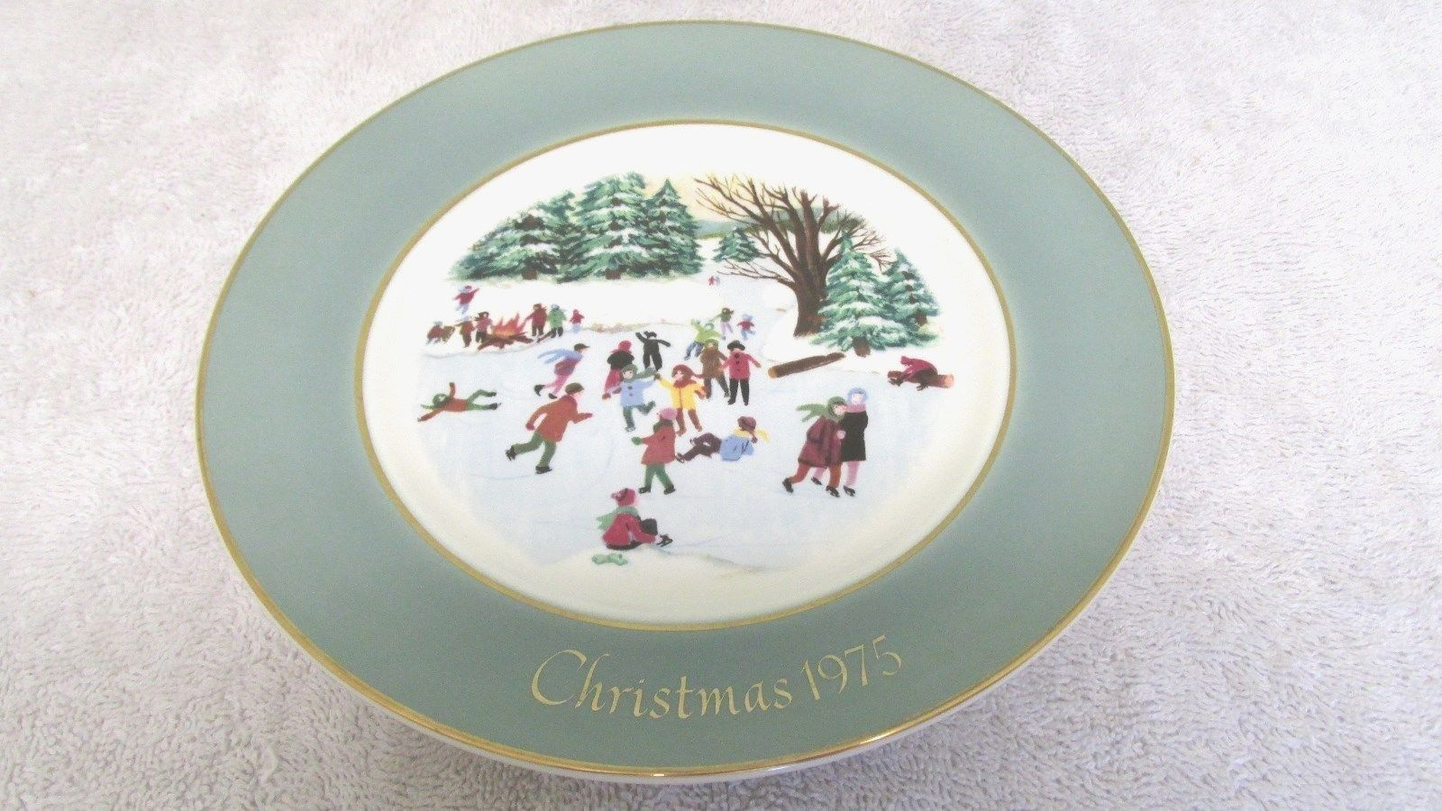 Avon Christmas Plate - 1975 - Skaters On The Pond