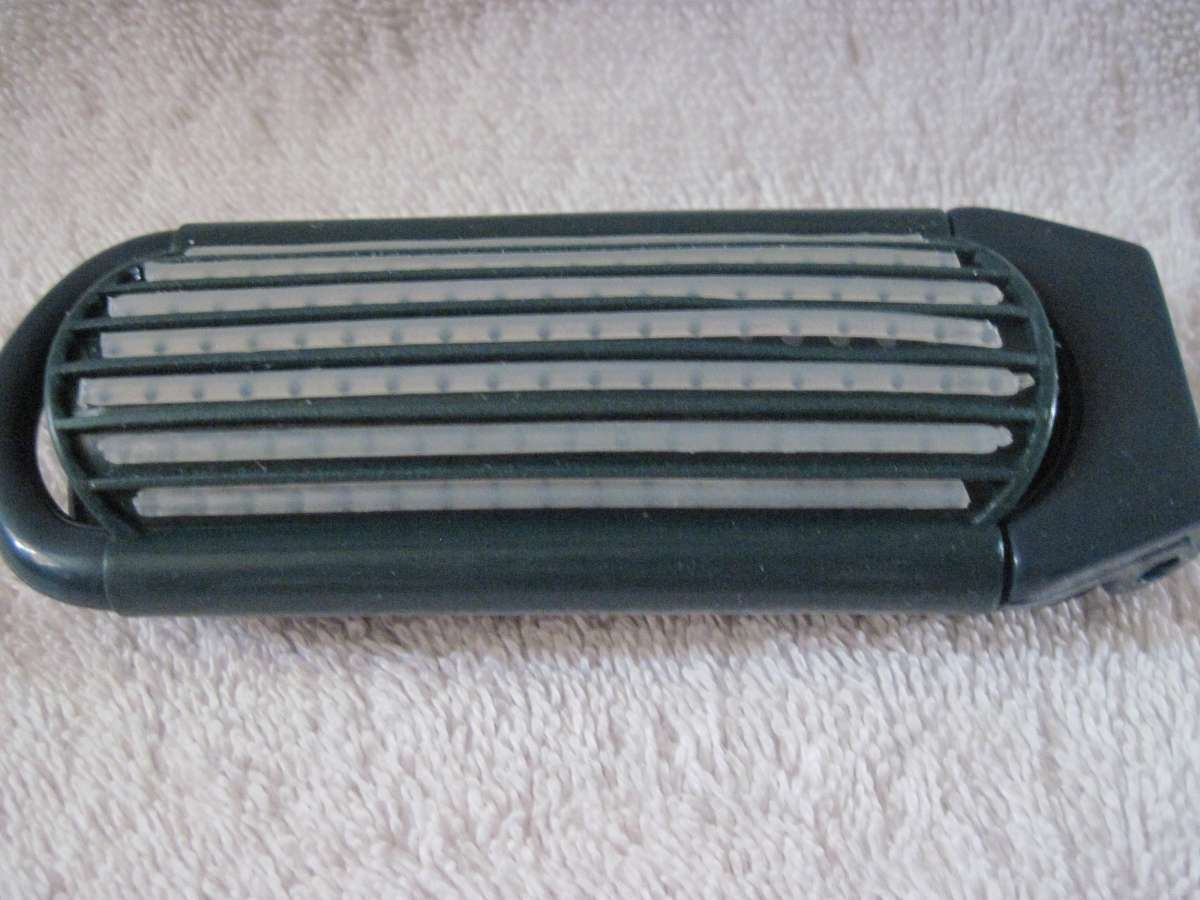 Goody Compact Collapsible Pocket Travel Purse Brush OldStyle Pop Open Blue Green