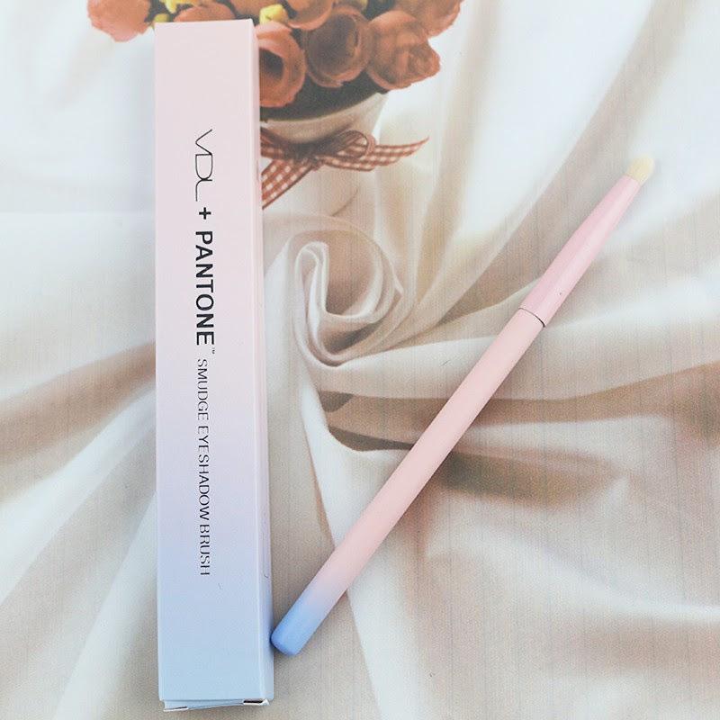 [VDL] 2016 VDL + Pantone Smudge Eyeshadow Brush - Korean Cosmetics Makeup Brush