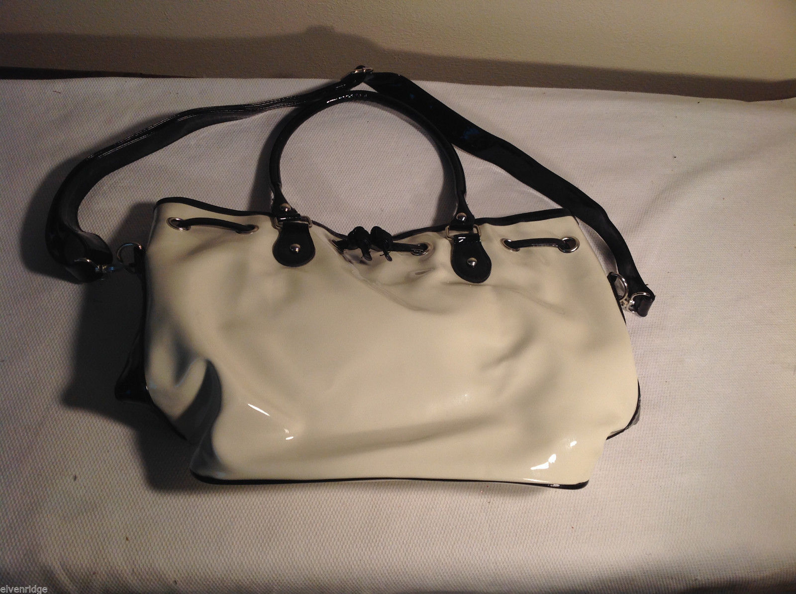 Mad Style white shoulder/hand bag glossy plastic magnetic closure