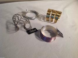 Lot of 4 bracelets, slinky type, open clasp, interlinked silver tone gold tone