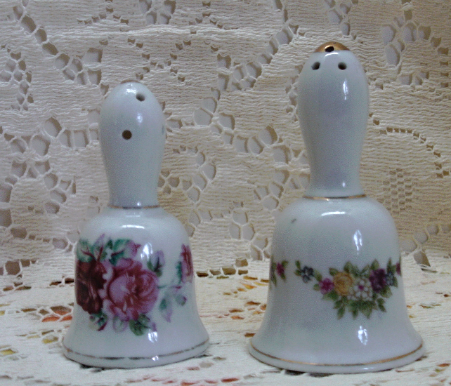 Vintage Mix N Match Bell Shaped Salt & Pepper Shaker Set // Floral Design,Japan