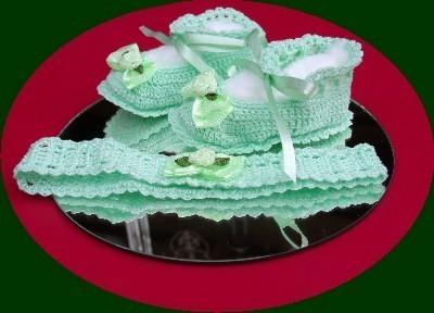 Green crochet booties w headband