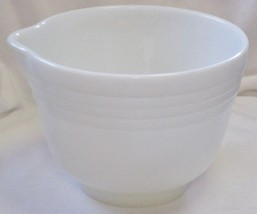 Pyrex Hamilton Beach Ribbed Mixing Bowl with Spout Made In The USA #19 - $34.99