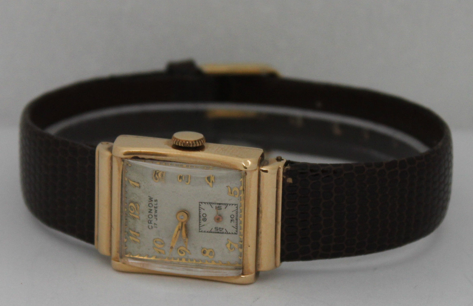 Vintage Cronow Hand-Winding 14K Yellow Gold Silver Dial Circa 1940s Watch