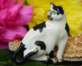 Vintage Cat Sitting Brooch Pin Enamel Black White Rhinestone Eyes - $17.95