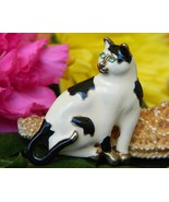 Vintage Cat Sitting Brooch Pin Enamel Black Whi... - $17.95