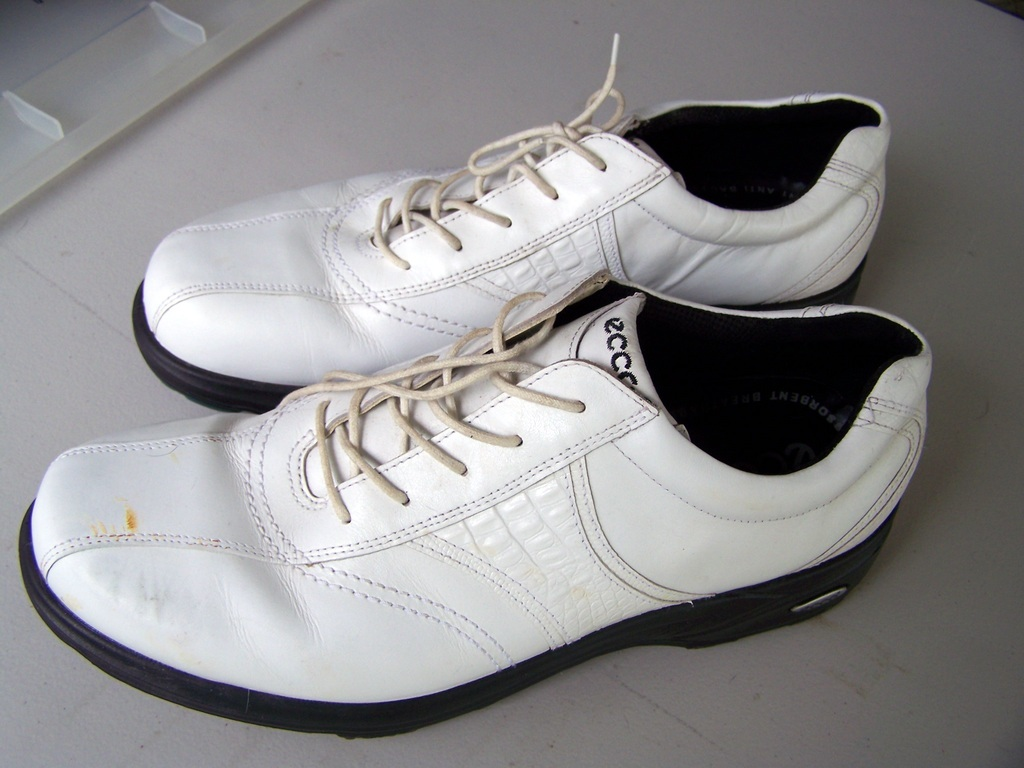 ECCO MEN`S GOLF SHOES. SIZE 13  (46).  WHITE,  SOFT SPIKES.