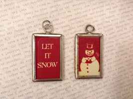 2 sided Red/White charm tag in metal frame vintage style - Let it snow / Snowman