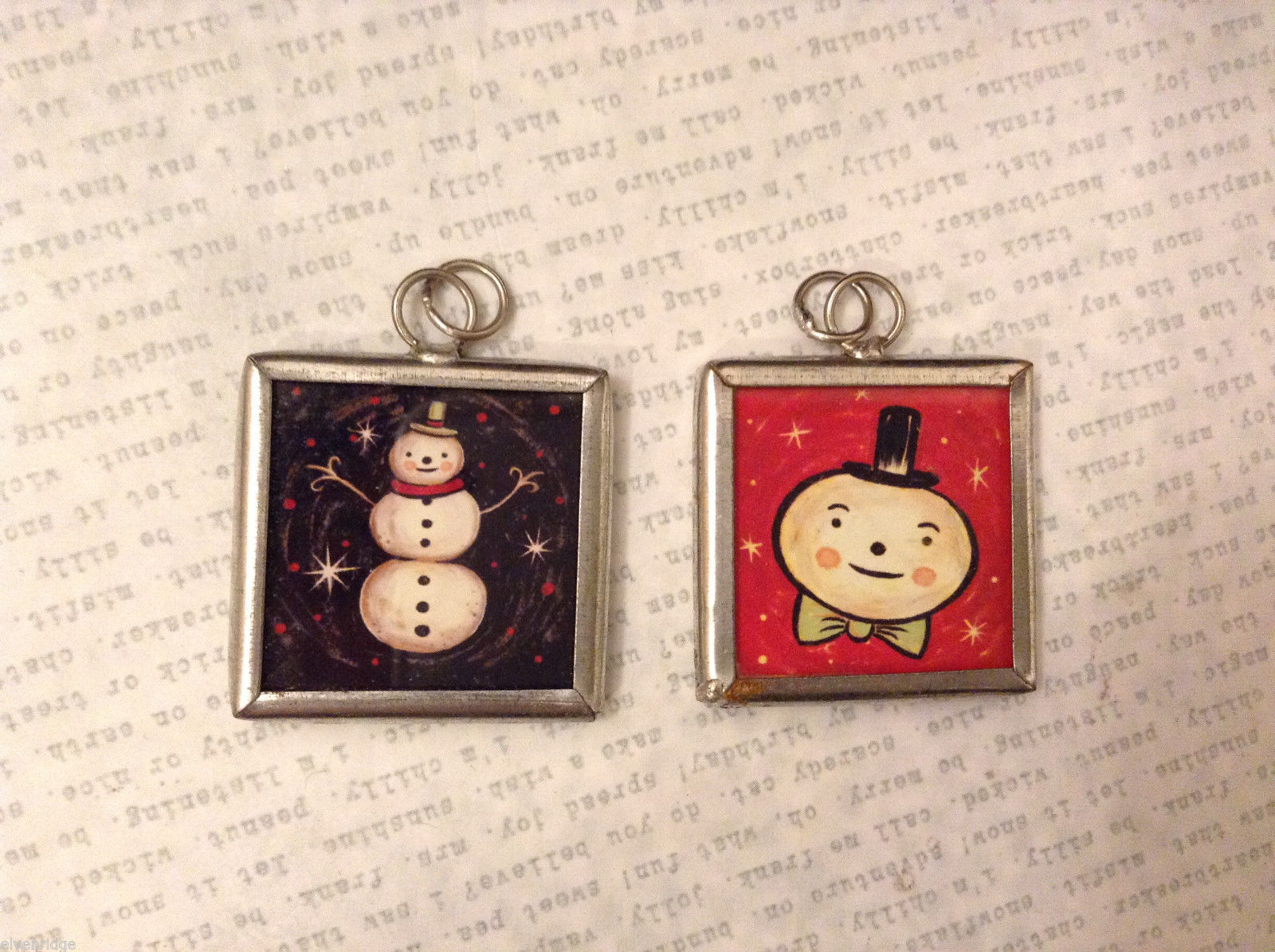2 sided charm tag in metal frame vintage style - Smowman Black/ Snowman Head Red