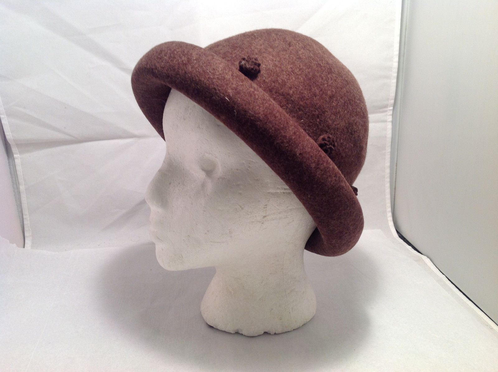 No Brand Women's Vintage Look Firm Bowler Hat Brown Felt Rolled Brim w/ Rosettes