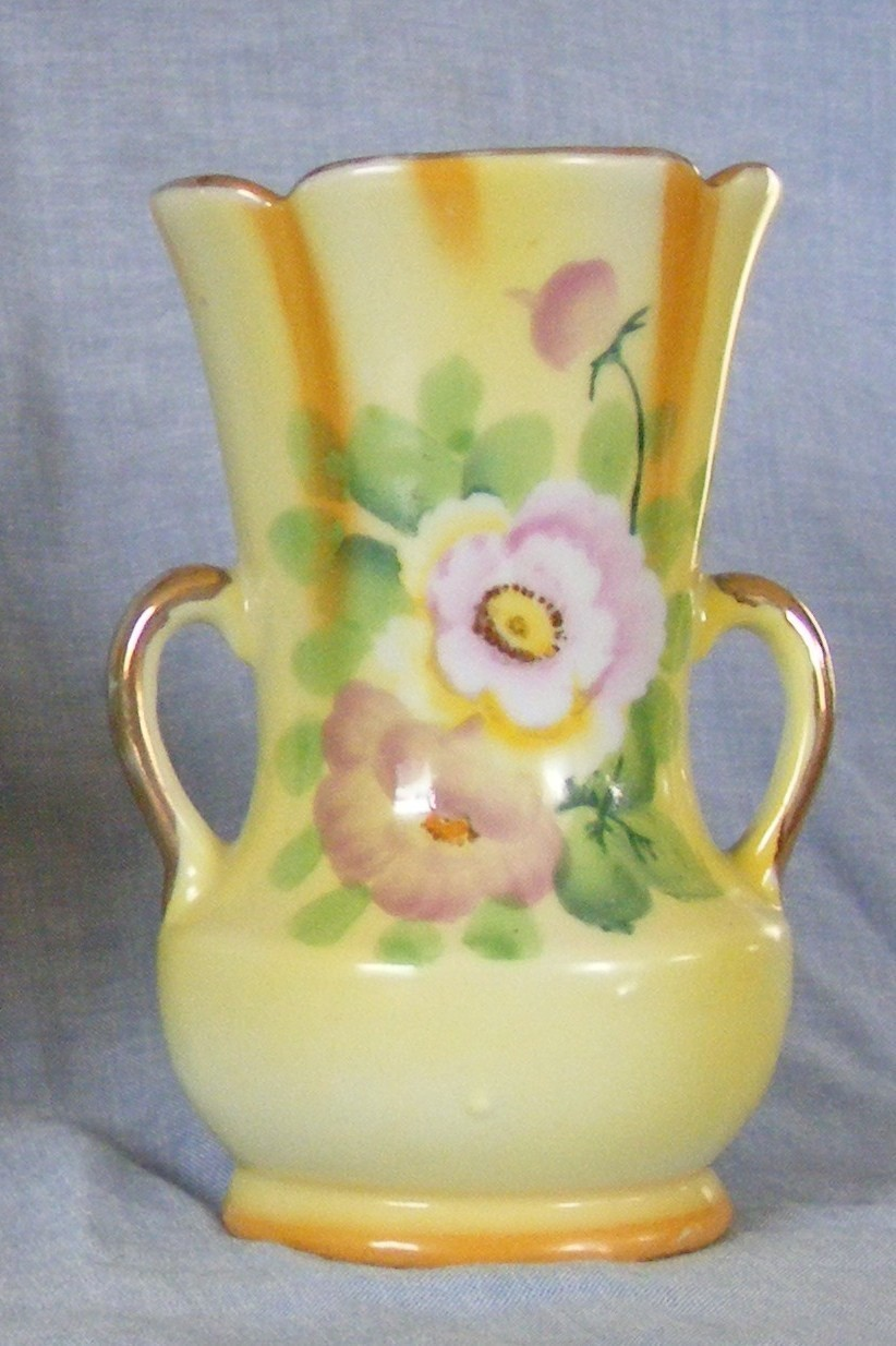 Goldcastle Handpainted Japanese Vase