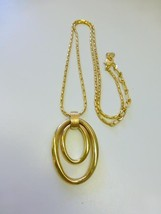 Vintage Signed LC Liz Claiborne Gold Tone Double OVAL Circle Pendant Necklace - $22.99