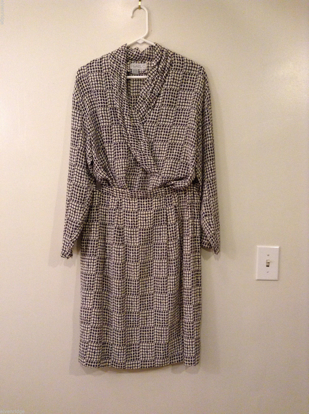 Pearl C 2 piece set Blouse Skirt 100% Silk Gray/ Cream Geometric, Sizes 8, 12