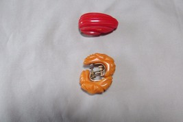 VTG Bakelite Heavily Carved Flower Butterscotch Screw Earrings plus Red ... - $32.60