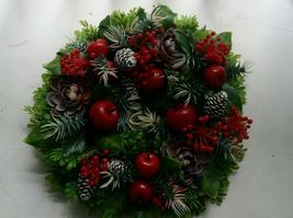 Vintage Plastic Christmas Holiday wreath Holly Accorn apples pines EUC - €30,49 EUR